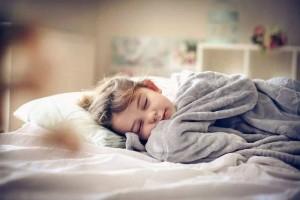 双胞胎姐妹一个每天坚持午睡一个不午睡多年后不同太显着