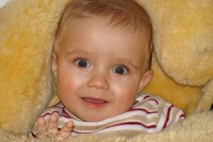 女婴儿几个月可以把尿把尿需要注意什么