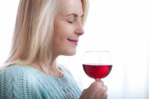 哺乳期间喝月子酒好吗什么是月子酒