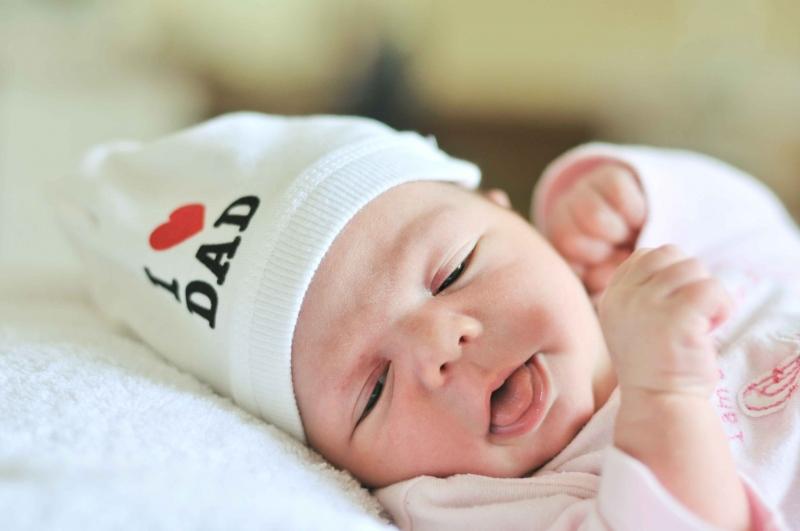 新生儿睡醒就哭是怎么回事新生儿睡觉哭闹怎么办