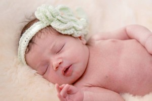 刚满月的宝宝脸上长了湿疹怎么办宝宝长湿疹的表现
